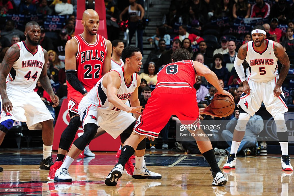 <a gi-track='captionPersonalityLinkClicked' href=/galleries/search?phrase=Marco+Belinelli&family=editorial&specificpeople=847592 ng-click='$event.stopPropagation()'>Marco Belinelli</a> #8 of the Chicago Bulls looks to drive to the basket against the Atlanta Hawks on February 2, 2013 at Philips Arena in Atlanta, Georgia.
