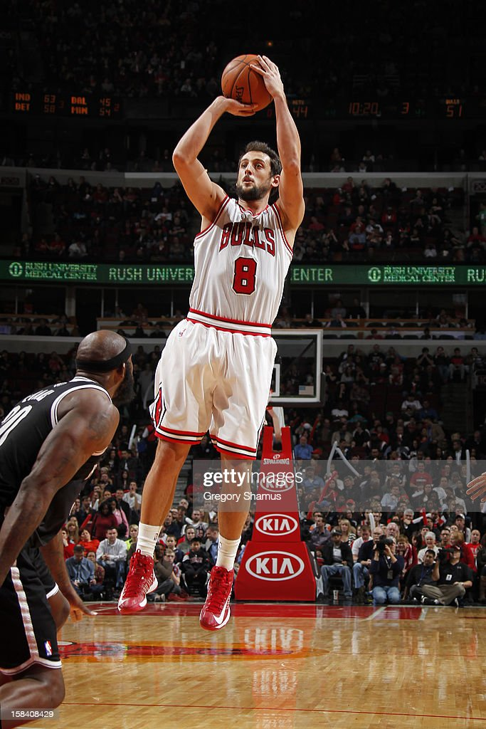 <a gi-track='captionPersonalityLinkClicked' href=/galleries/search?phrase=Marco+Belinelli&family=editorial&specificpeople=847592 ng-click='$event.stopPropagation()'>Marco Belinelli</a> #8 of the Chicago Bulls shoots the ball against <a gi-track='captionPersonalityLinkClicked' href=/galleries/search?phrase=Reggie+Evans&family=editorial&specificpeople=202254 ng-click='$event.stopPropagation()'>Reggie Evans</a> #30 of the Brooklyn Nets on December 15, 2012 at the United Center in Chicago, Illinois.