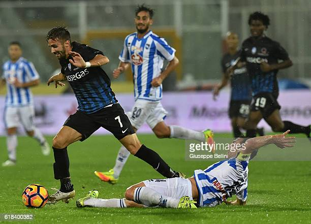 Marco D'Alessandro of Atalanta BC and Hugo Campagnaro of Pescara Calcio in action during the Serie A match between Pescara Calcio and Atalanta BC at...