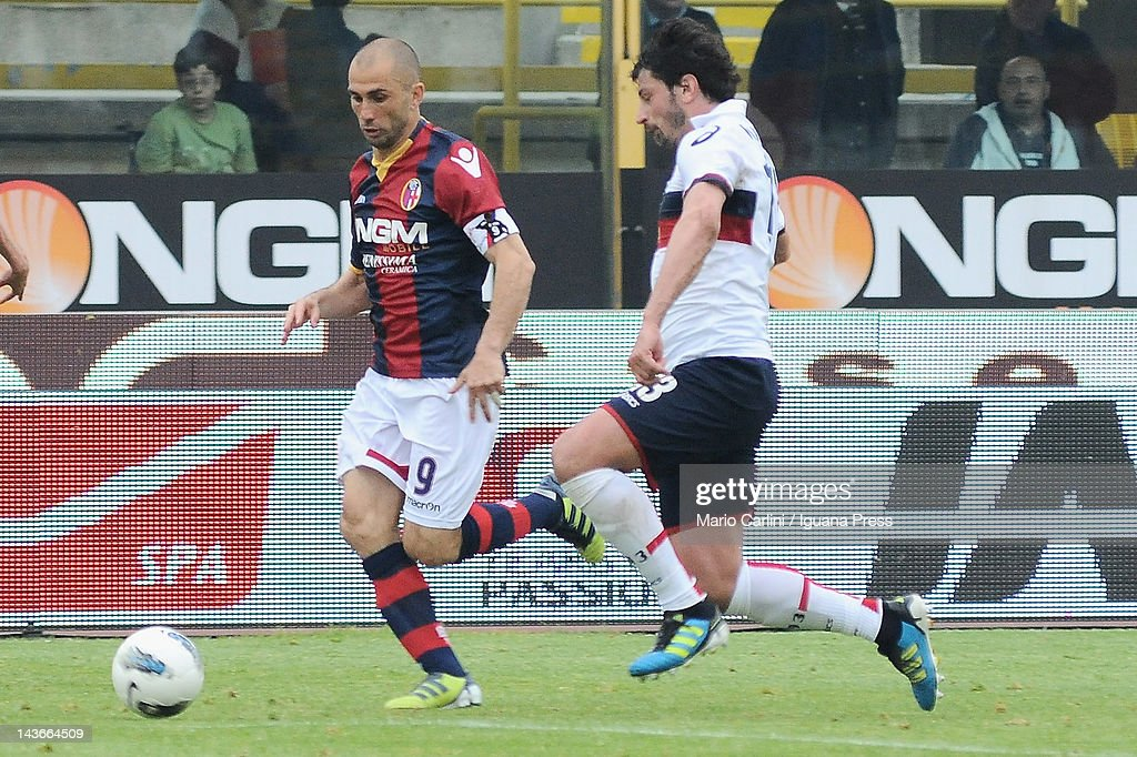 <a gi-track='captionPersonalityLinkClicked' href=/galleries/search?phrase=Marco+Di+Vaio&family=editorial&specificpeople=674311 ng-click='$event.stopPropagation()'>Marco Di Vaio</a> # 9 of Bologna FC ( L ) competes the ball with <a gi-track='captionPersonalityLinkClicked' href=/galleries/search?phrase=Kakha+Kaladze&family=editorial&specificpeople=646904 ng-click='$event.stopPropagation()'>Kakha Kaladze</a> # 13 of Genoa CFC ( R ) during the Serie A match between Bologna FC and Genoa CFC at Stadio Renato Dall'Ara on April 29, 2012 in Bologna, Italy.