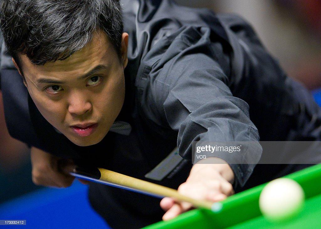<a gi-track='captionPersonalityLinkClicked' href=/galleries/search?phrase=Marco+Fu&family=editorial&specificpeople=221154 ng-click='$event.stopPropagation()'>Marco Fu</a> of Hong Kong plays a shot during the quarter-final match against Dominic Dale of Wales on day four of the World Snooker Australia Open at the Bendigo Stadium on July 12, 2013 in Bendigo, Australia.