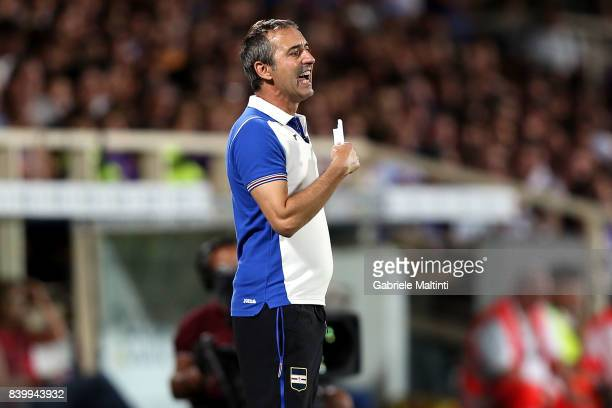 Marco Giampaolo manager of UC Sampdoria shouts instructions to his players during the Serie A match between ACF Fiorentina and UC Sampdoria at Stadio...
