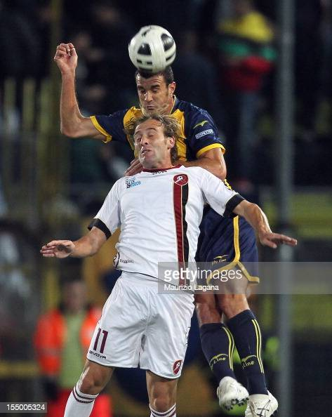 Marco Gorzegno of Juve Stabia competes for the ball in air with Fabrizio Melara of Reggina during the Serie B match between SS Juve Stabia and...