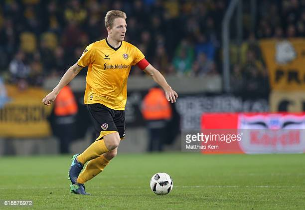 Marco Hartmann of Dresden runs with the ball during the Second Bundesliga match between SG Dynamo Dresden and Eintracht Braunschweig at DDVStadion on...