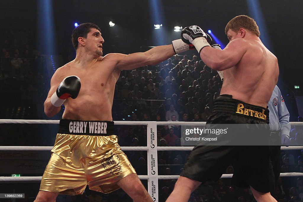 Marco Huck of Germany punches <a gi-track='captionPersonalityLinkClicked' href=/galleries/search?phrase=Alexander+Povetkin&family=editorial&specificpeople=2351769 ng-click='$event.stopPropagation()'>Alexander Povetkin</a> of Russia during the WBA World Championship Heavyweight fight between Marco Huck of Germany and <a gi-track='captionPersonalityLinkClicked' href=/galleries/search?phrase=Alexander+Povetkin&family=editorial&specificpeople=2351769 ng-click='$event.stopPropagation()'>Alexander Povetkin</a> of Russia at Porsche-Arena on February 25, 2012 in Stuttgart, Germany.