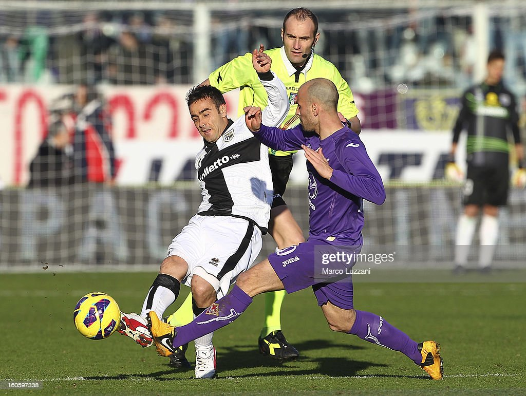 <a gi-track='captionPersonalityLinkClicked' href=/galleries/search?phrase=Marco+Marchionni&family=editorial&specificpeople=615713 ng-click='$event.stopPropagation()'>Marco Marchionni</a> of Parma FC competes for the ball with <a gi-track='captionPersonalityLinkClicked' href=/galleries/search?phrase=Borja+Valero&family=editorial&specificpeople=4821853 ng-click='$event.stopPropagation()'>Borja Valero</a> of ACF Fiorentina during the Serie A match between ACF Fiorentina and Parma FC at Stadio Artemio Franchi on February 3, 2013 in Florence, Italy.