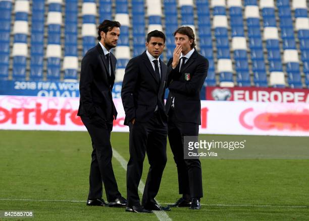 Marco Parolo Citadin Martins Eder and Riccardo Montolivo of Italy looks on at Mapei Stadium Citta' del Tricolore on September 4 2017 in Reggio...