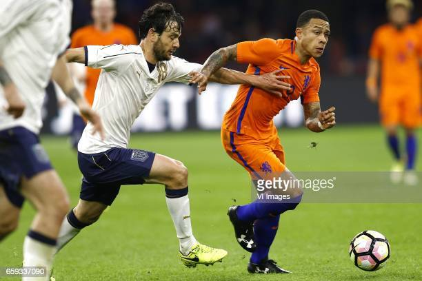 Marco Parolo of Italy Memphis Depay of Hollandduring the friendly match between Netherlands and Italy at the Amsterdam Arena on March 28 2017 in...