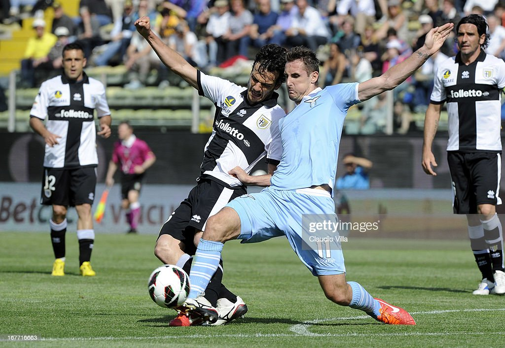 <a gi-track='captionPersonalityLinkClicked' href=/galleries/search?phrase=Marco+Parolo&family=editorial&specificpeople=6474753 ng-click='$event.stopPropagation()'>Marco Parolo</a> of Parma FC and <a gi-track='captionPersonalityLinkClicked' href=/galleries/search?phrase=Miroslav+Klose&family=editorial&specificpeople=206489 ng-click='$event.stopPropagation()'>Miroslav Klose</a> of S.S. Lazio compete for the ball during the Serie A match between Parma FC and S.S. Lazio at Stadio Ennio Tardini on April 28, 2013 in Parma, Italy.