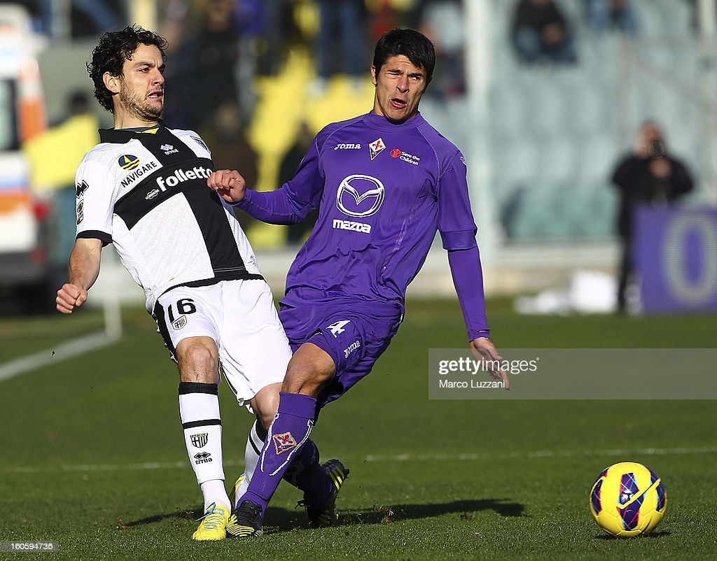 <a gi-track='captionPersonalityLinkClicked' href=/galleries/search?phrase=Marco+Parolo&family=editorial&specificpeople=6474753 ng-click='$event.stopPropagation()'>Marco Parolo</a> of Parma FC competes for the ball with <a gi-track='captionPersonalityLinkClicked' href=/galleries/search?phrase=Facundo+Roncaglia&family=editorial&specificpeople=5295709 ng-click='$event.stopPropagation()'>Facundo Roncaglia</a> of ACF Fiorentina during the Serie A match between ACF Fiorentina and Parma FC at Stadio Artemio Franchi on February 3, 2013 in Florence, Italy.