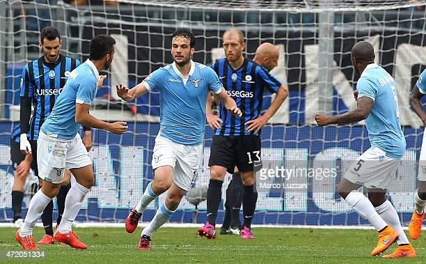 Marco Parolo of SS Lazio celebrates his goal during the Serie A match between Atalanta BC and SS Lazio at Stadio Atleti Azzurri d'Italia on May 3...