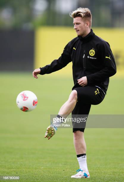 Marco Reus of Borussia Dortmund controls the ball during a training session during the UEFA Champions League Finalist Media Day at the Training...
