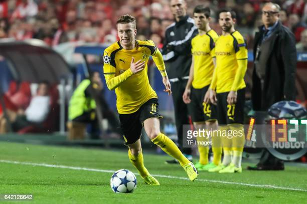 Marco Reus of Borussia Dortmund controls the ball during the UEFA Champions League Round of 16 First Leg match between SL Benfica and Borussia...