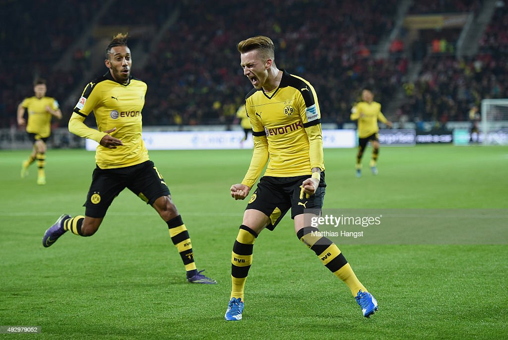 <a gi-track='captionPersonalityLinkClicked' href=/galleries/search?phrase=Marco+Reus&family=editorial&specificpeople=5445884 ng-click='$event.stopPropagation()'>Marco Reus</a> of Dortmund celebrates with his team-mates after scoring his team's first goal during the Bundesliga match between 1. FSV Mainz 05 and Borussia Dortmund at Coface Arena on October 16, 2015 in Mainz, Germany.