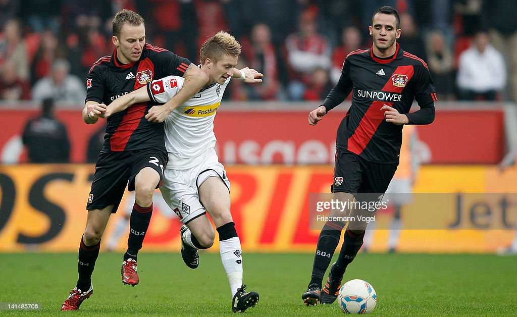 <a gi-track='captionPersonalityLinkClicked' href=/galleries/search?phrase=Marco+Reus&family=editorial&specificpeople=5445884 ng-click='$event.stopPropagation()'>Marco Reus</a> (C) of Moenchengladbach and <a gi-track='captionPersonalityLinkClicked' href=/galleries/search?phrase=Michal+Kadlec&family=editorial&specificpeople=2156641 ng-click='$event.stopPropagation()'>Michal Kadlec</a> (L) of Leverkusen battle for the ball during the Bundesliga match between Bayer 04 Leverkusen and Borussia Moenchengladbach at BayArena on March 17, 2012 in Leverkusen, Germany.