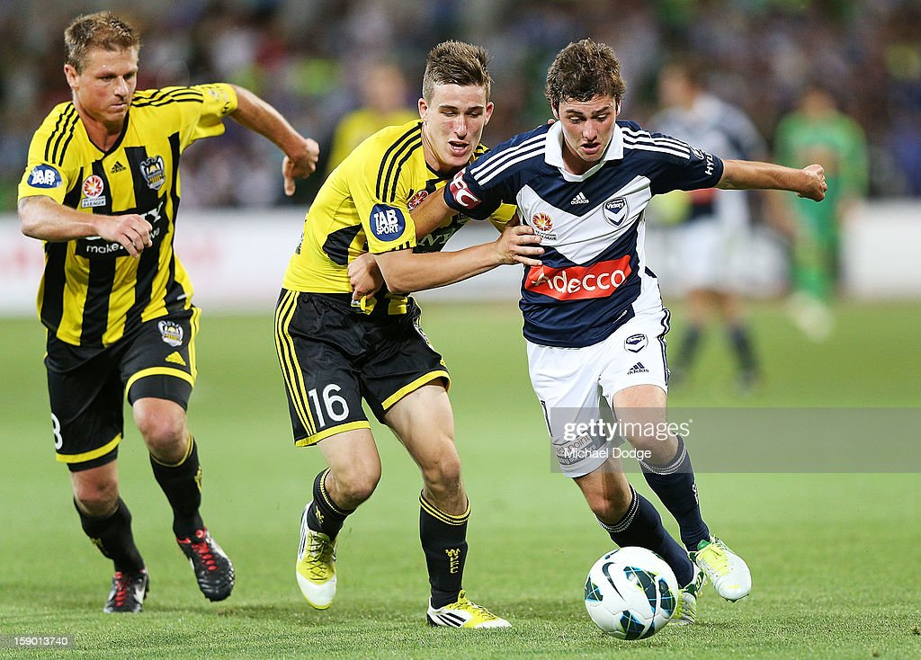 Marco Rojas (R) of the Melbourne Victory contests for the ball against Louis Fenton of the Wellington Phoenix during the round 15 A-League match between the Melbourne Victory and Wellington Phoenix at AAMI Park on January 5, 2013 in Melbourne, Australia.