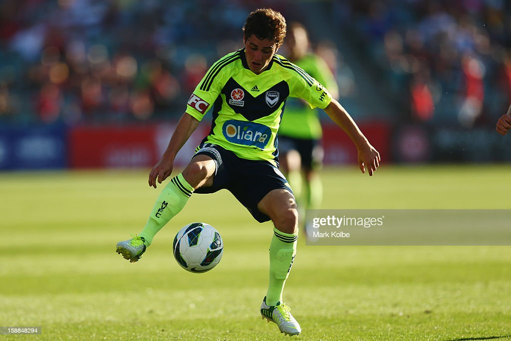 Marco Rojas of the Victory contorls the ball during the round 14 A-League match between the Western Sydney Wanderers and the Melbourne Victory at Parramatta Stadium on January 1, 2013 in Sydney, Australia.