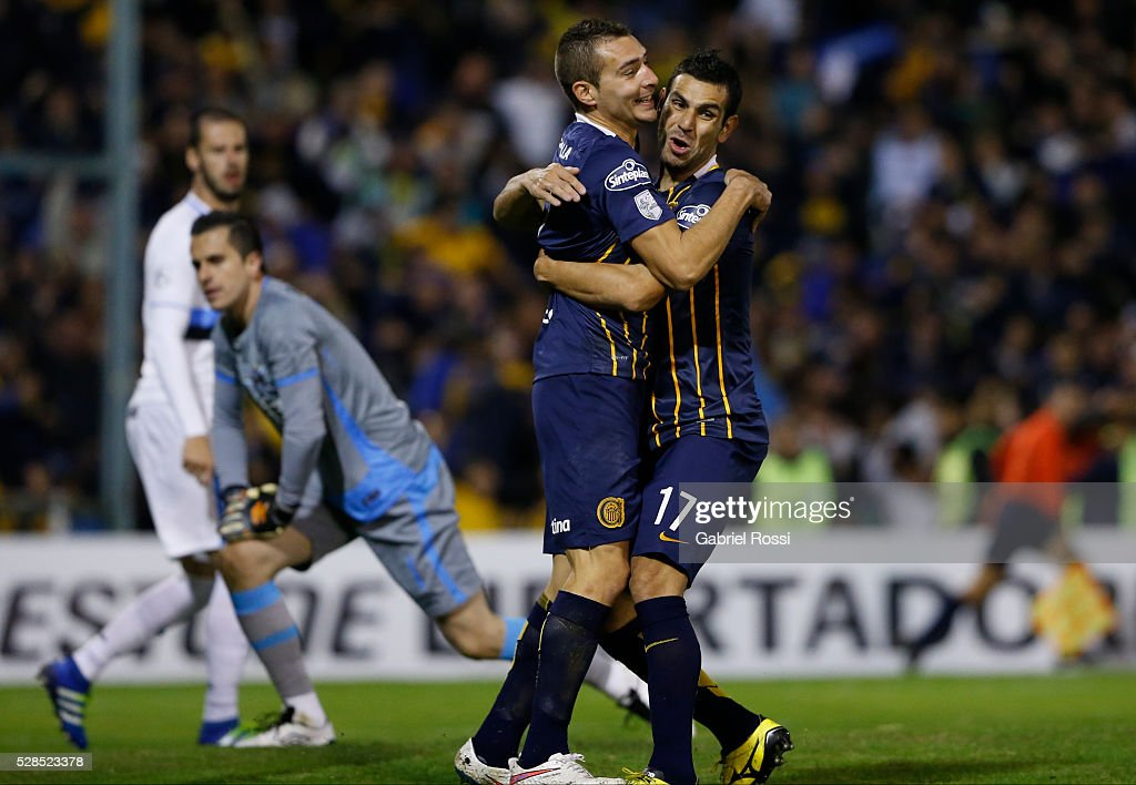 <a gi-track='captionPersonalityLinkClicked' href=/galleries/search?phrase=Marco+Ruben&family=editorial&specificpeople=4184559 ng-click='$event.stopPropagation()'>Marco Ruben</a> of Rosario Central (L) and German Herrera (R) celebrate their team's first goal during a second leg match between Rosario Central and Gremio as part of Copa Bridgestone Libertadores 2016 as part of round of 16 of Copa Bridgestone Libertadores 2016 at Gigante de Arroyito Stadium on May 05, 2016 in Rosario, Argentina.