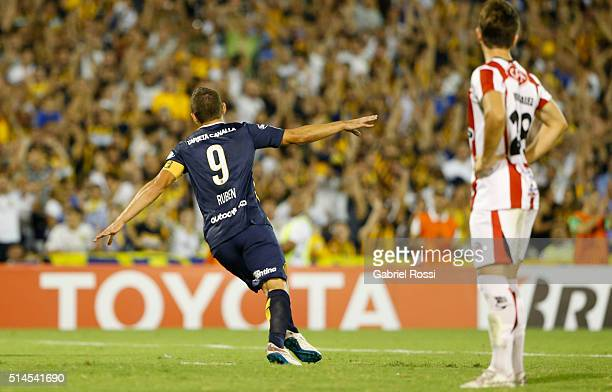 Marco Ruben of Rosario Central celebrates after scoring the first goal of his team during a match between Rosario Central and River Plate as part of...