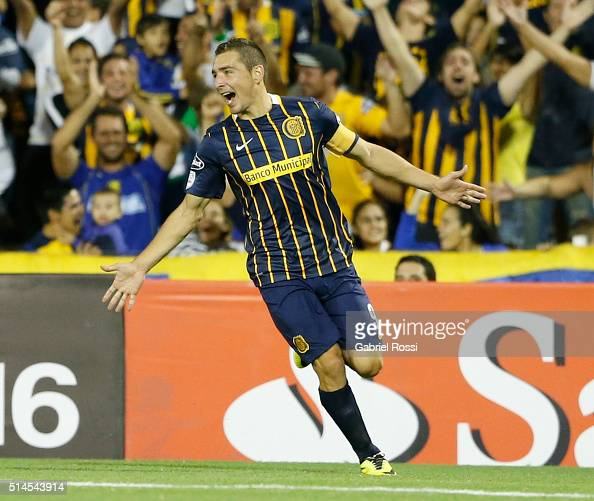Marco Ruben of Rosario Central celebrates after scoring the fourth goal of his teamduring a match between Rosario Central and River Plate as part of...