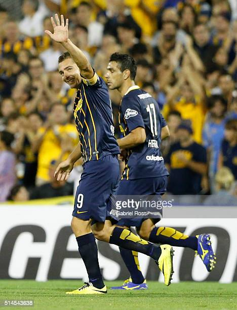 Marco Ruben of Rosario Central celebrates after scoring the third goal of his team during a match between Rosario Central and River Plate as part of...
