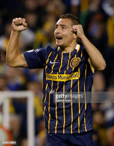 Marco Ruben of Rosario Central celebrates his team's second goal during a second leg match between Rosario Central and Gremio as part of round of 16...