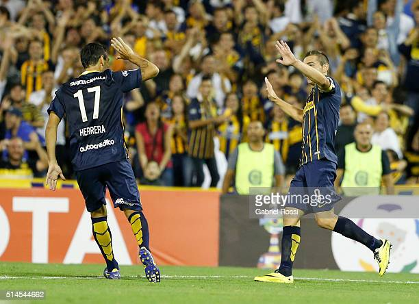 Marco Ruben of Rosario Central celebrates with teammates after scoring his team's fourth goal during a match between Rosario Central and River Plate...