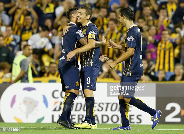 Marco Ruben of Rosario Central celebrates with teammates after scoring his team's third goal during a match between Rosario Central and River Plate...