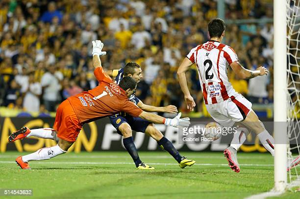 Marco Ruben of Rosario Central kicks the ball to scores during a match between Rosario Central and River Plate as part of Copa Bridgestone...