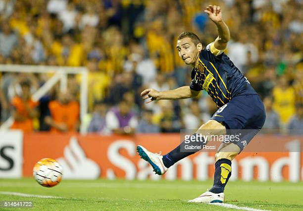 Marco Ruben of Rosario Central shoots to score the opening goal during a match between Rosario Central and River Plate as part of Copa Bridgestone...