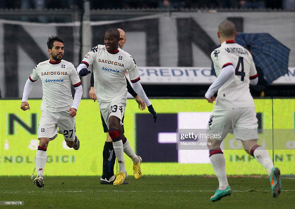 Marco Sau (L) and Victor Ibarbo of Cagliari celebrate the opening goal during the Serie A match between Atalanta BC and Cagliari Calcio at Stadio Atleti Azzurri d'Italia on January 20, 2013 in Bergamo, Italy.