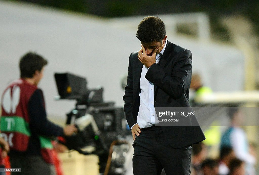 Marco Silva, coach of Estoril Praia during the UEFA Europa League group stage match between Estoril Praia and Sevilla FC held on September 19, 2013 at the Antonio Coimbra Da Mota Stadium, in Estoril, Portugal.
