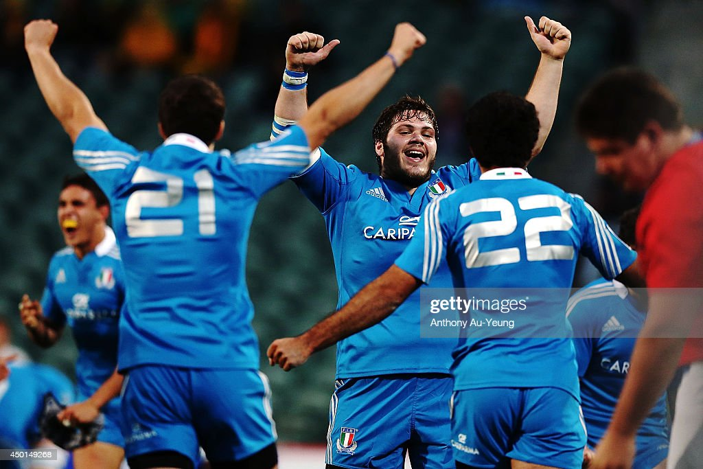 Marco Silva of Italy and the team celebrate the win at the whistle during the 2014 Junior World Championships match between Argentina and Italy at QBE Stadium on June 6, 2014 in Auckland, New Zealand.