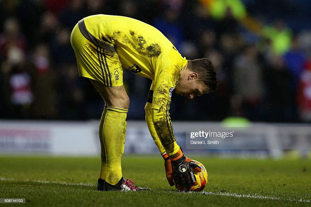 Marco Silvestri of Leeds United FC prepares to kick the ball in to play during the Sky Bet Championship match between Leeds United and Nottingham Forest on February 6, 2016 in Leeds, United Kingdom.