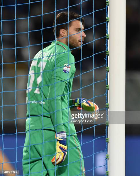 Marco Sportiello of ACF Fiorentina in action during the Serie A match between Pescara Calcio and ACF Fiorentina at Adriatico Stadium on February 1...