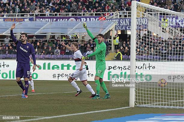 Marco Sportiello of ACF Fiorentina protests after the goal Genoa CFC marked by Adel Taarabt during the Serie A match between ACF Fiorentina and Genoa...