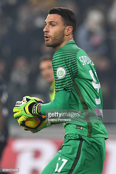 Marco Sportiello of Atalanta BC in action during the Serie A match between Juventus FC and Atalanta BC at Juventus Stadium on December 3 2016 in...