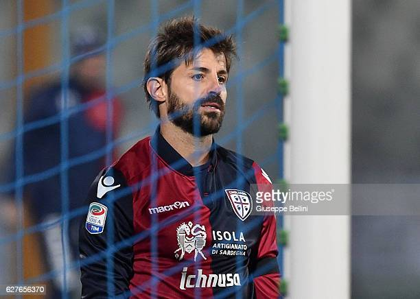 Marco Storari of Cagliari Calcio after having suffered the 11 goal by Gianluca Caprari of Pescara Calcio during the Serie A match between Pescara...