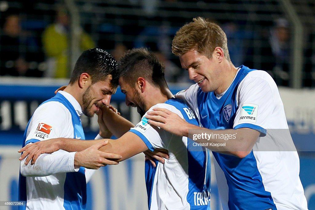Marco Terrazzino of Bochum celebrates the third goal qith Danny Latza and Simon Terodde during the Second Bundesliga match between VfL Bochum and VfR...