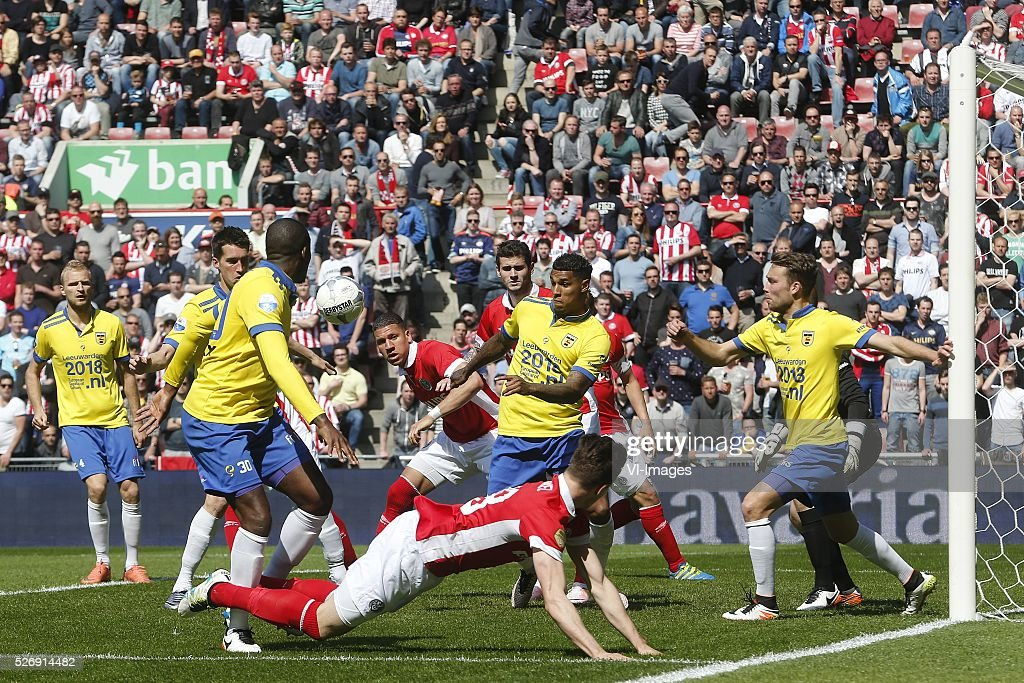 Marco van Ginkel of PSV, Darryl Lachman of SC Cambuur, Jeffrey Bruma of PSV, Gaston Pereiro of PSV during the Dutch Eredivisie match between PSV Eindhoven and SC Cambuur Leeuwarden at the Phillips stadium on May 01, 2016 in Eindhoven, The Netherlands