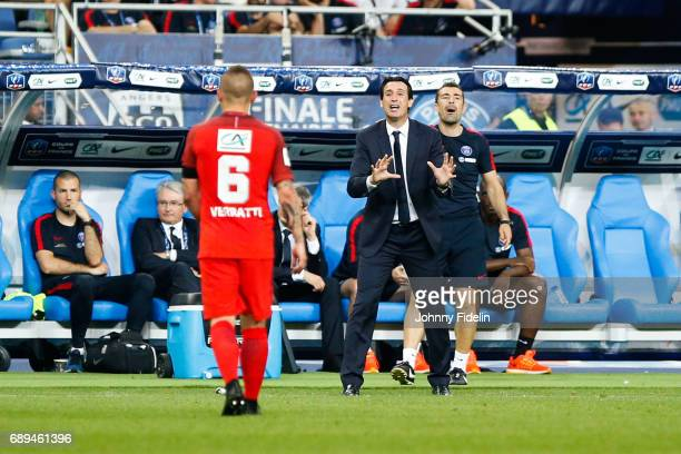 Marco Verratti and Unai Emery head coach of Paris Saint Germain during the National Cup Final match between Angers SCO and Paris Saint Germain PSG at...