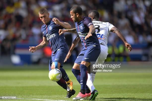 Marco Verratti of Paris SaintGermain controls the ball during the Ligue 1 match between Paris SaintGermain and Amiens at Parc des Princes on August 5...
