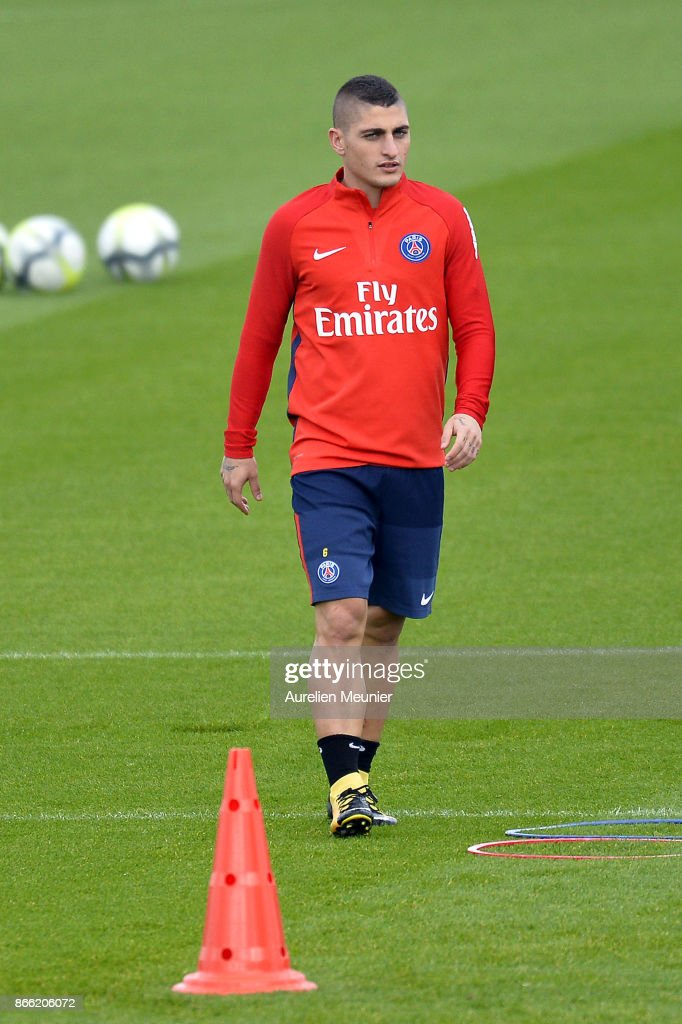 Marco Verratti of Paris Saint-Germain warms up during a Paris Saint-Germain practice session at Centre Ooredoo on October 25, 2017 in Paris, France.