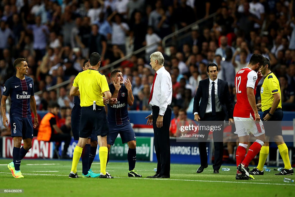 Marco Verratti of PSG and Olivier Giroud of Arsenal are both shown a red card during the UEFA Champions League Group A match between Paris Saint-Germain and Arsenal FC at Parc des Princes on September 13, 2016 in Paris, France.