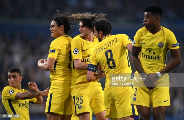 Marco Verratti of PSG Edinson Cavani of PSG Adrien Rabiot of PSG Thiago Motta of PSG and Presnel Kimpembe of PSG jump in the wall during the UEFA...