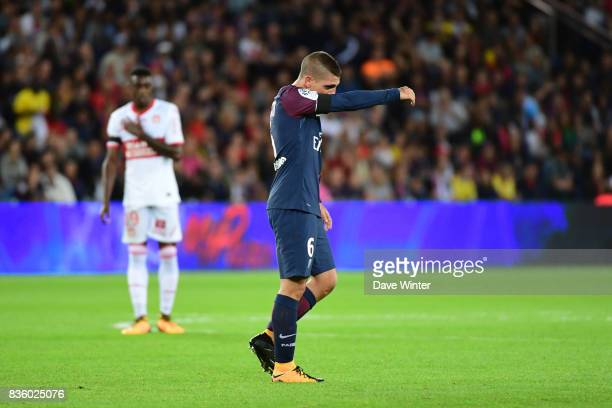 Marco Verratti of PSG receives a red card during the Ligue 1 match between Paris Saint Germain and Toulouse at Parc des Princes on August 20 2017 in...