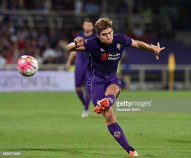 Marcos Alonso of Fiorentina scores the opening goal during the Serie A match between ACF Fiorentina and AC Milan at Stadio Artemio Franchi on August...