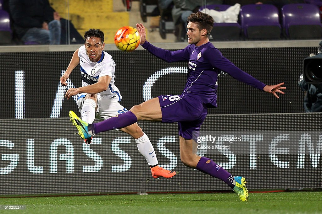 Marcos Aslonso of ACF Fiorentina battles for the ball with <a gi-track='captionPersonalityLinkClicked' href=/galleries/search?phrase=Yuto+Nagatomo&family=editorial&specificpeople=4320811 ng-click='$event.stopPropagation()'>Yuto Nagatomo</a> of FC Internazionale Milano during the Serie A match between ACF Fiorentina and FC Internazionale Milano at Stadio Artemio Franchi on February 14, 2016 in Florence, Italy.