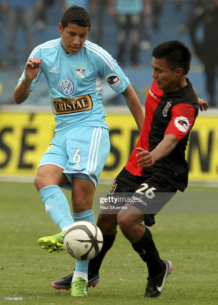 Marcos Delgado (L) of Sporting Cristal fights for the ball with Piero Chirinos (R) of Melgar FC during a match between Sporting Cristal and Melgar FC as part of the Torneo Descentralizado 2013 at Alberto Gallardo Stadium on July 14, 2013 in Lima, Peru.