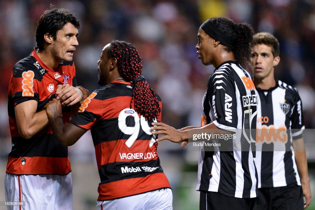 Marcos Gonzalez of Flamengo discusses with Ronaldinho Gaucho of Atletico Mineiro during a match between Flamengo and Atletico Mineiro as part of the...